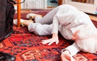 почему падает давление у человека причины в пожилом возрасте