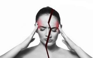 Почему болит голова перед месячными и как себе помочь